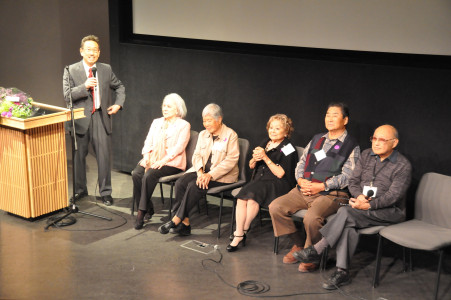 John Esaki, Director of JANM's Frank H. Watase Media Arts Center leads a Q&A with the interviewees and the project's videographers.